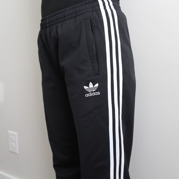 Besugo Hollywood Entretener  adidas baggy pants Online Shopping for Women, Men, Kids Fashion &  Lifestyle|Free Delivery & Returns! -